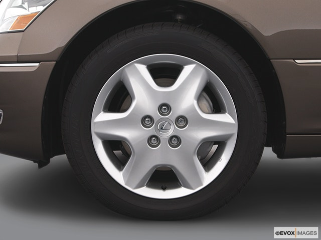 2005 Lexus LS 430 Front Drivers side wheel at profile