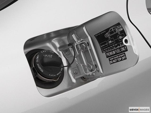 2005 Mercedes-Benz S-Class Gas cap open