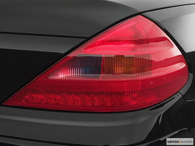 2005 Mercedes-Benz SL-Class Passenger Side Taillight