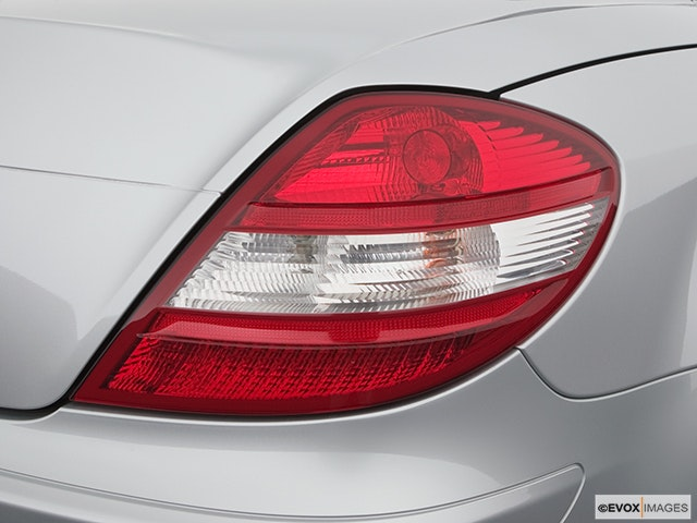 2005 Mercedes-Benz SLK Passenger Side Taillight
