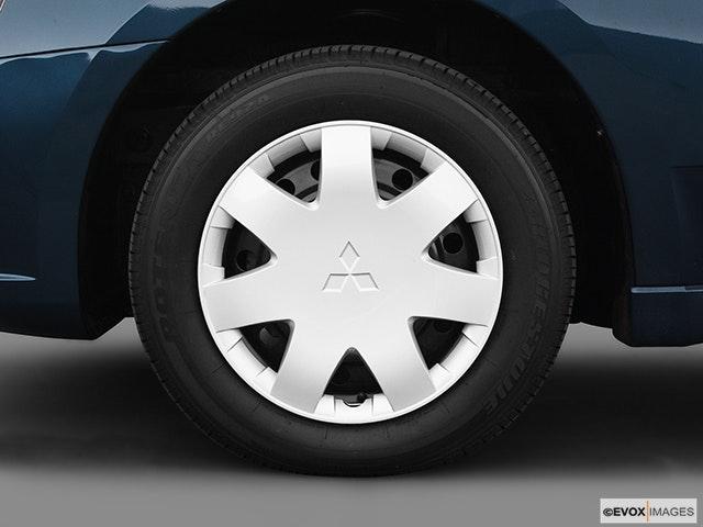2005 Mitsubishi Galant Front Drivers side wheel at profile
