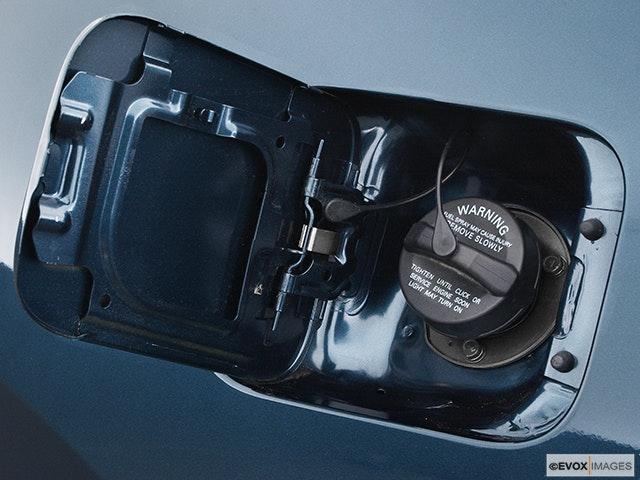 2005 Mitsubishi Galant Gas cap open