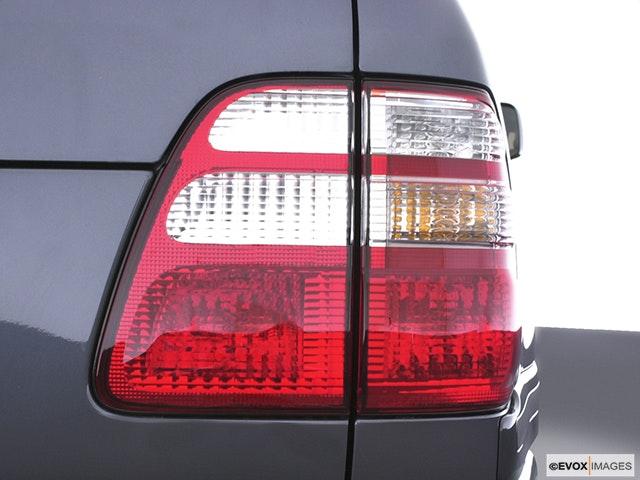 2005 Toyota Land Cruiser Passenger Side Taillight