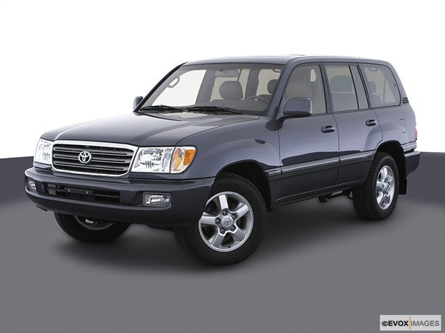 2005 Toyota Land Cruiser Front angle view