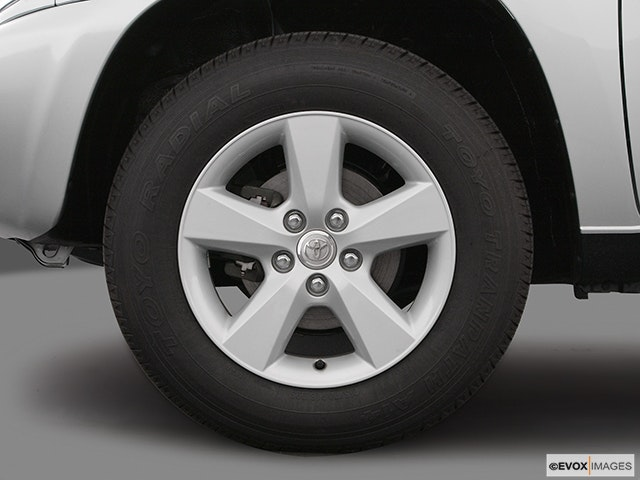 2005 Toyota RAV4 Front Drivers side wheel at profile