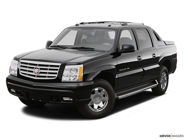 2006 Cadillac Escalade EXT Front angle view