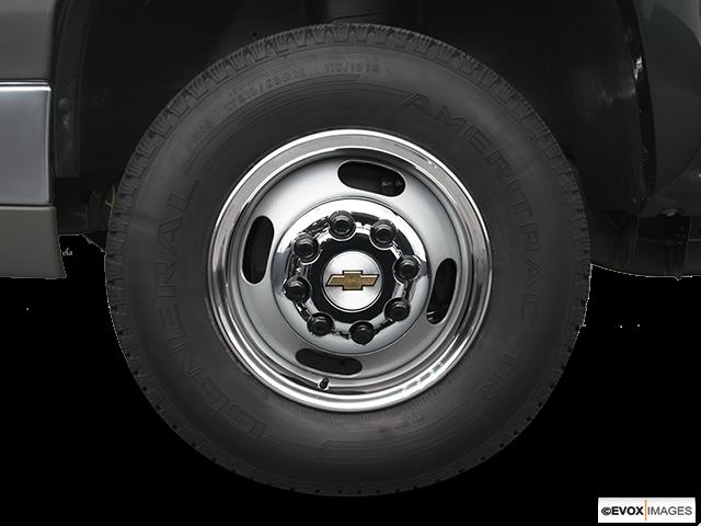 2006 Chevrolet Silverado 3500 Front Drivers side wheel at profile