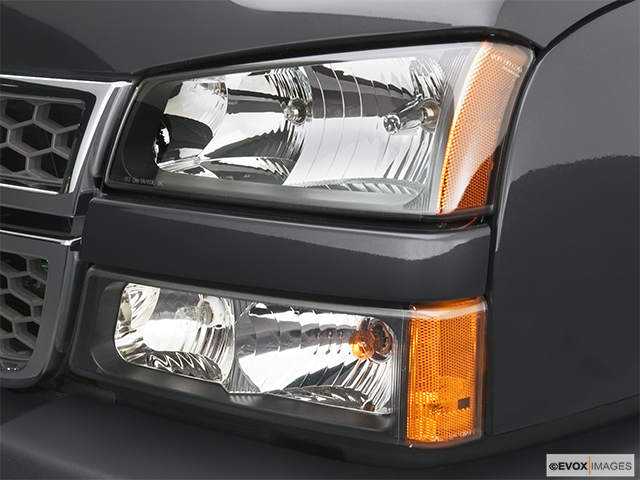 2006 Chevrolet Silverado 3500 Drivers Side Headlight