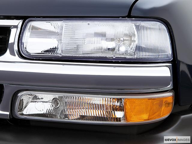 2006 Chevrolet Tahoe Drivers Side Headlight