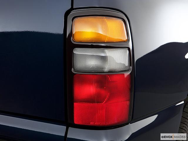 2006 Chevrolet Tahoe Passenger Side Taillight