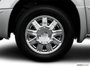 2006 Chrysler Town and Country Front Drivers side wheel at profile