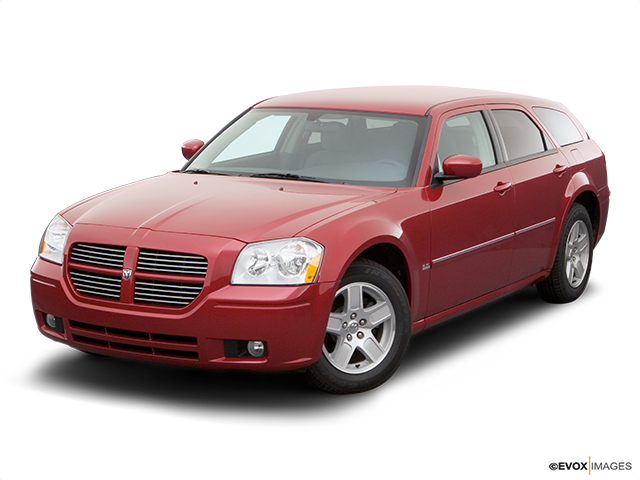 2006 Dodge Magnum Front angle view