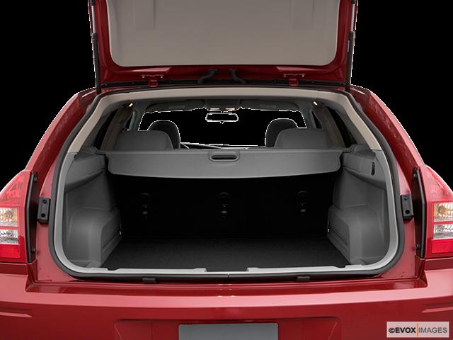 2006 Dodge Magnum Trunk open