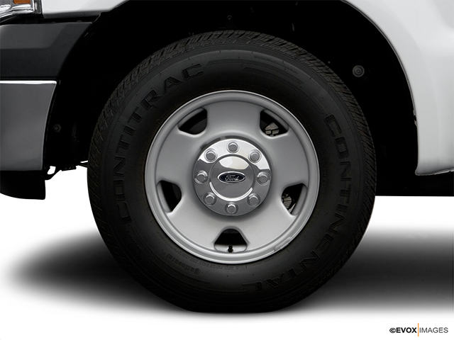 2006 Ford F-250 Super Duty Front Drivers side wheel at profile