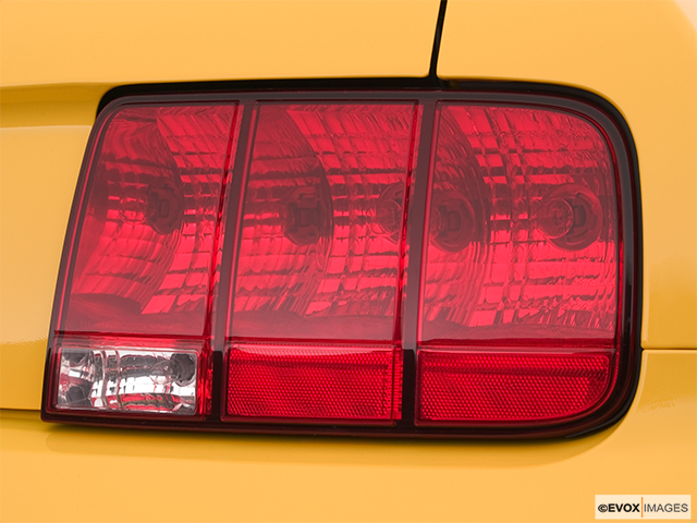 2006 Ford Mustang Passenger Side Taillight