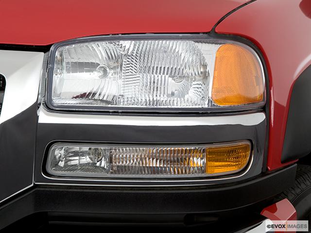 2006 GMC Sierra 3500 Drivers Side Headlight