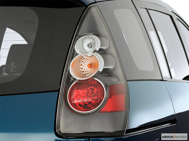 2006 Mazda Mazda5 Passenger Side Taillight