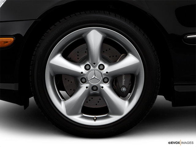 2006 Mercedes-Benz C-Class Front Drivers side wheel at profile