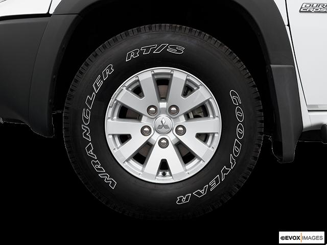 2006 Mitsubishi Raider Front Drivers side wheel at profile