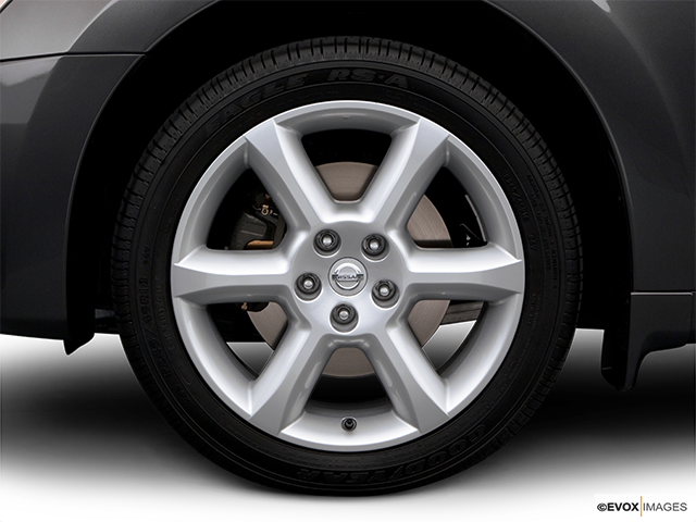 2006 Nissan Maxima Front Drivers side wheel at profile