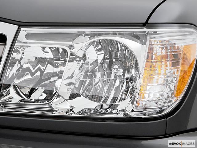 2006 Toyota Land Cruiser Drivers Side Headlight