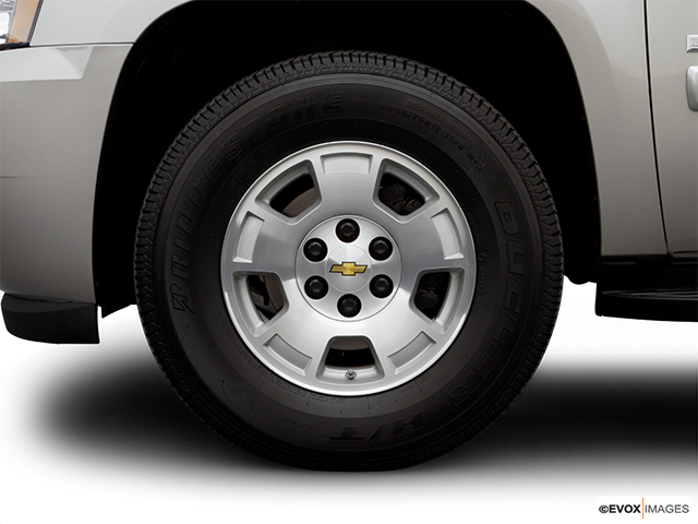 2007 Chevrolet Tahoe Front Drivers side wheel at profile