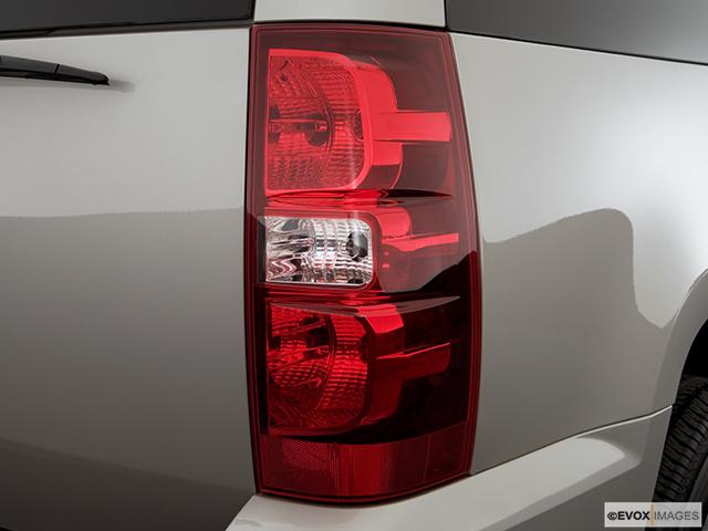 2007 Chevrolet Tahoe Passenger Side Taillight