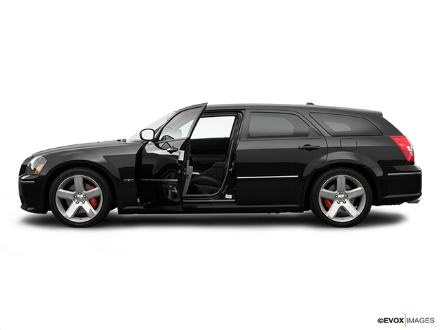 2007 Dodge Magnum Driver's side profile with drivers side door open