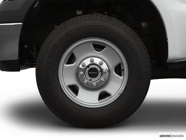 2007 Ford F-250 Super Duty Front Drivers side wheel at profile