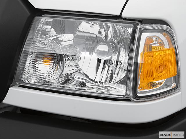 2007 Ford Ranger Drivers Side Headlight