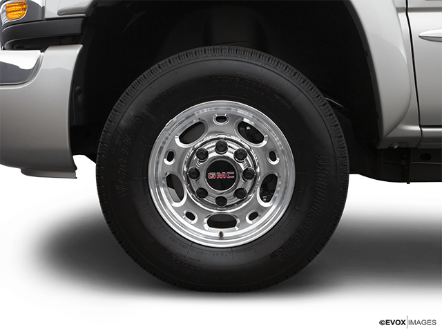 2007 GMC Sierra 2500HD Classic Front Drivers side wheel at profile