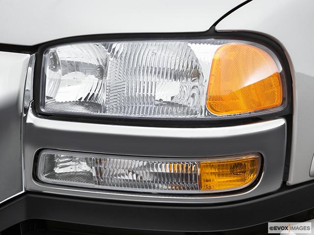 2007 GMC Sierra 2500HD Classic Drivers Side Headlight