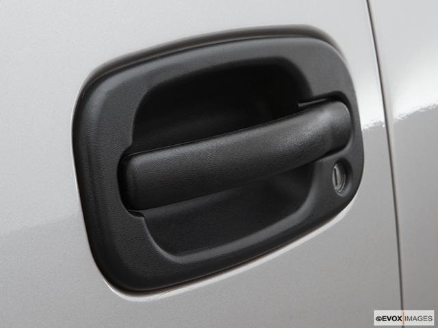 2007 GMC Sierra 2500HD Classic Drivers Side Door handle
