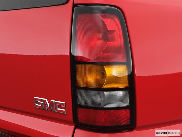 2007 GMC Sierra 3500 Classic Passenger Side Taillight