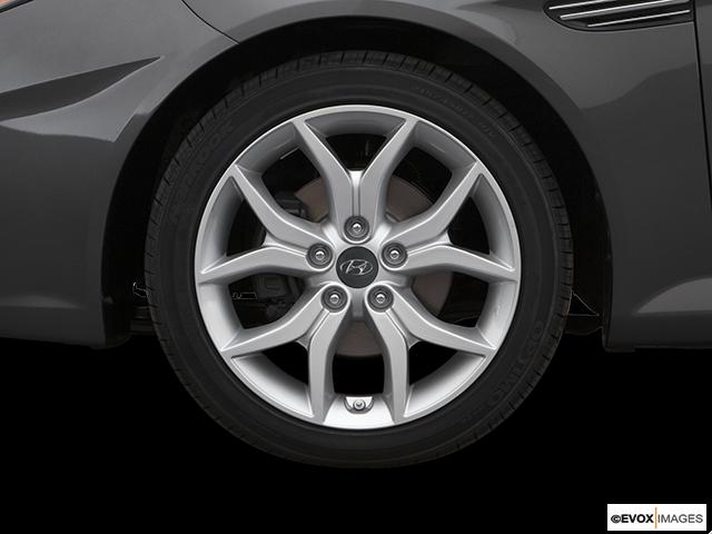 2007 Hyundai Tiburon Front Drivers side wheel at profile