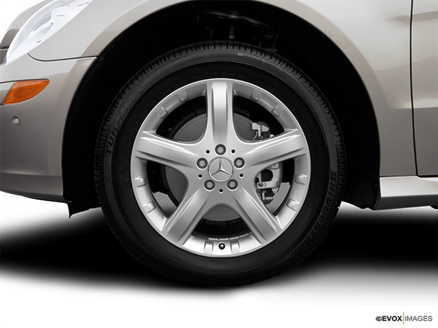 2007 Mercedes-Benz R-Class Front Drivers side wheel at profile
