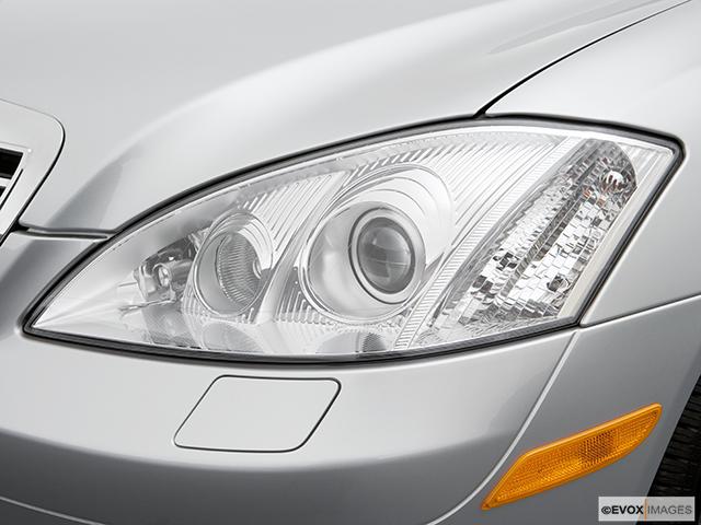 2007 Mercedes-Benz S-Class Drivers Side Headlight