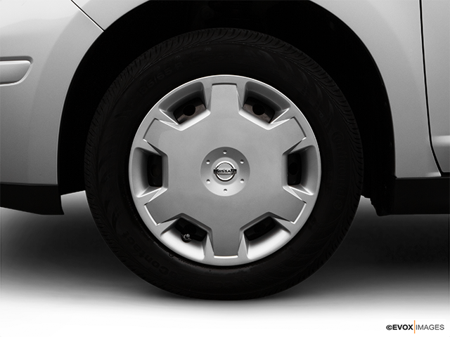 2007 Nissan Versa Front Drivers side wheel at profile