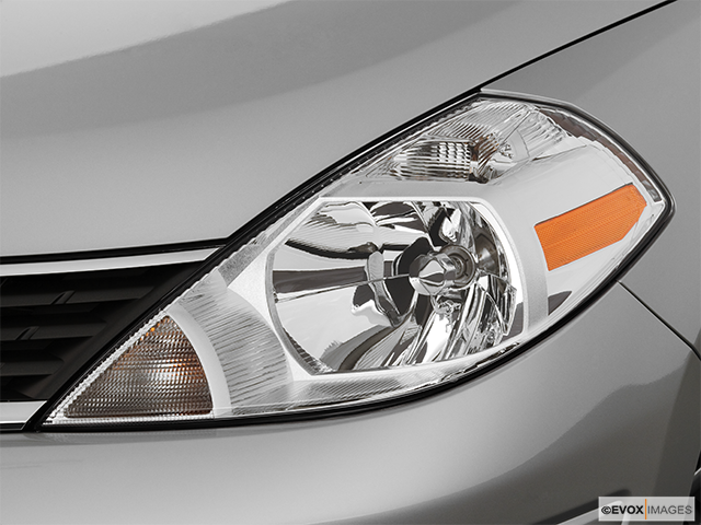 2007 Nissan Versa Drivers Side Headlight