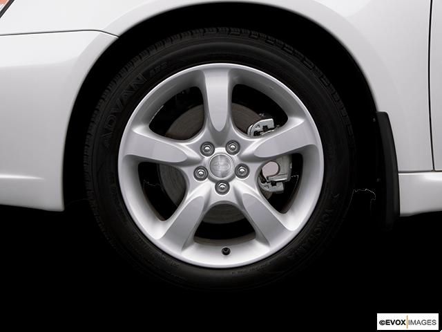 2007 Subaru Legacy Front Drivers side wheel at profile