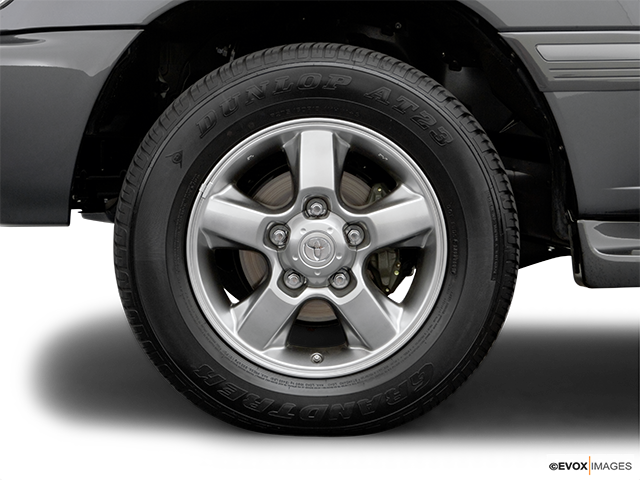2007 Toyota Land Cruiser Front Drivers side wheel at profile