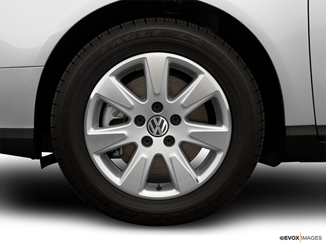 2007 Volkswagen Passat Front Drivers side wheel at profile