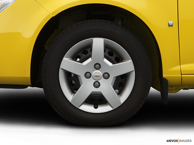 2008 Chevrolet Cobalt Front Drivers side wheel at profile