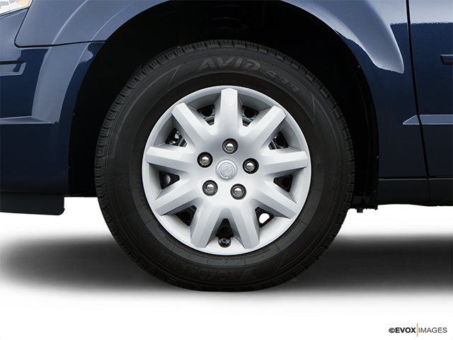 2008 Chrysler Town and Country Front Drivers side wheel at profile
