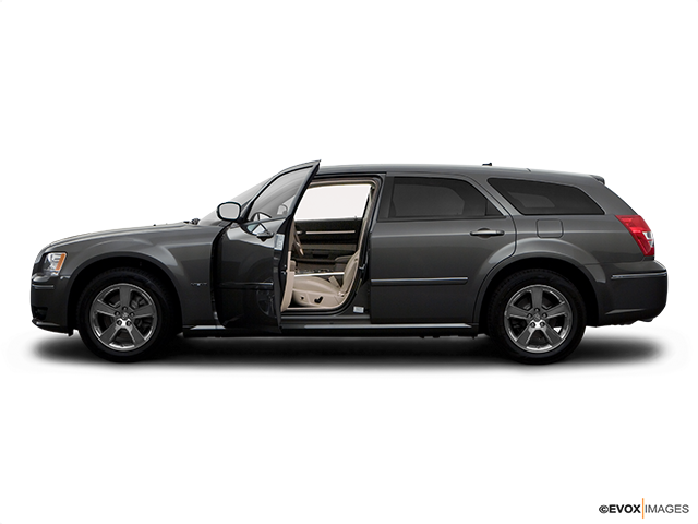 2008 Dodge Magnum Driver's side profile with drivers side door open
