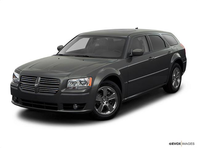 2008 Dodge Magnum Front angle view