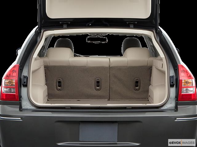 2008 Dodge Magnum Trunk open