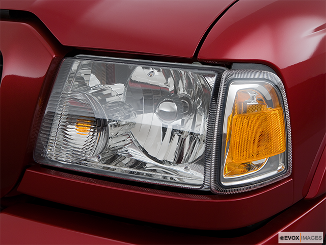 2008 Ford Ranger Drivers Side Headlight