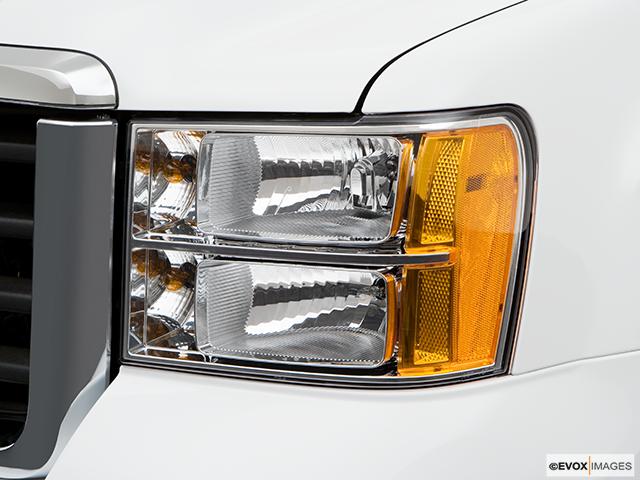 2008 GMC Sierra 3500HD Drivers Side Headlight