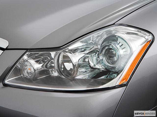 2008 INFINITI M45 Drivers Side Headlight